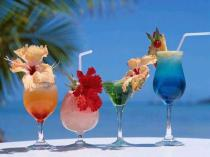 398787-drinks-coloridos-feitos-com-frutas-frescas